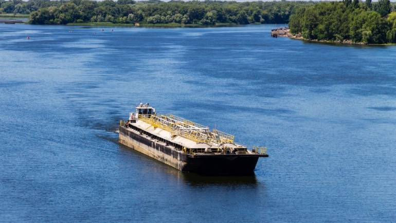 The Best Barge Rental Option For Your Project